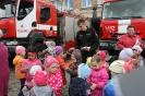 Bērni ciemojās pie ugunsdzēsējiem_68