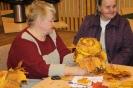 Senioru interešu pulciņš izgatavo kļavu lapu cepures 04.10.2016_12