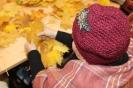 Senioru interešu pulciņš izgatavo kļavu lapu cepures 04.10.2016_5