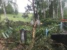Stiprs vējš nopoista Bekšu kapsētu!_15